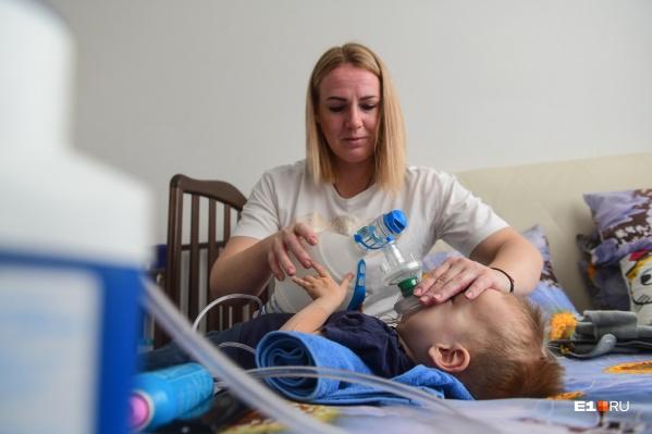 В январе у Саши Лабутина с диагнозом «СМА» заканчивается экспериментальное лечение. Если бы не новый закон, мальчик остался бы без лечения
