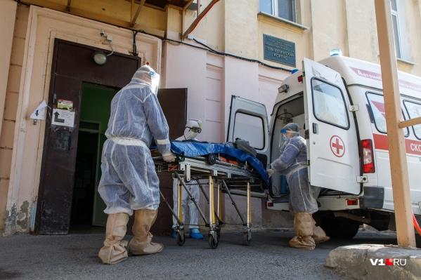 В Волгоградской области каждый день пациентов с ковидом становится на две сотни больше