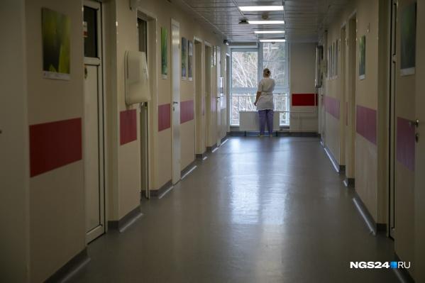 В поселке не хватает учителей и врачей, поэтому многие специалисты прилетают на время