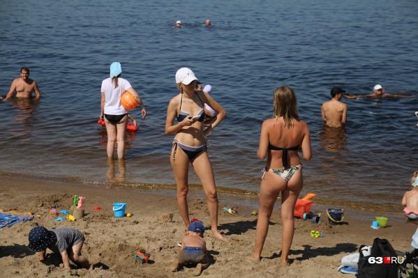 Самарские красотки облюбовали волжские берега вместе со своими малышами