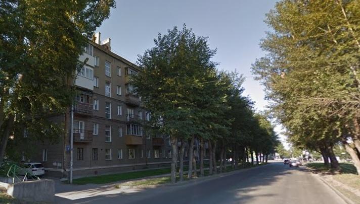Мужчина сорвался с карниза четвёртого этажа на улице Котовского
