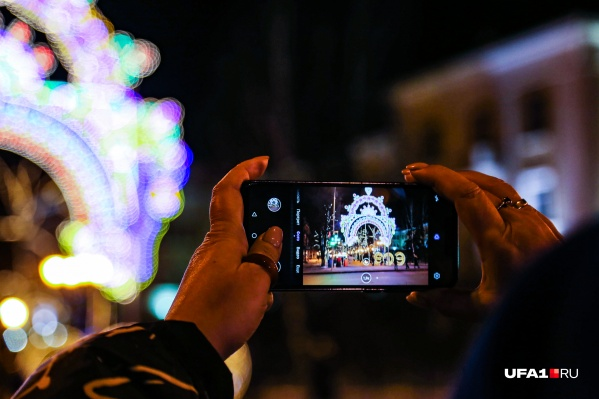 Для создания новогоднего настроения администрация города приглашает жителей принять участие в ежегодном конкурсе
