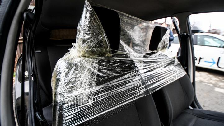 «Люди думают о своей безопасности»: мэр Екатеринбурга поддержал идею антиковидных экранов в такси