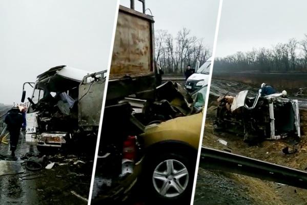 После аварии машины буквально разворотило