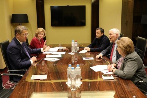 Леонид Рошаль в январе встречался с главой Башкирии Радием Хабировым и обсуждал необходимость строительства очистных сооружений для жидких бытовых отходов в Иглинском районе республики
