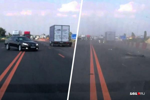 Видеорегистратор заснял момент, когда Toyota Camry с семьей из четырех человек вылетела на встречную полосу