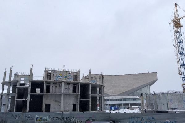 Строительство гостиницы возобновилось спустя 13 лет