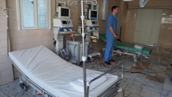 Работающим с коронавирусными больными врачам увеличат зарплаты