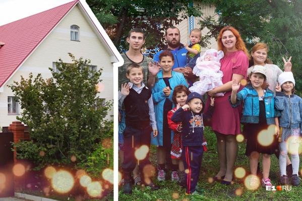 Сейчас семья живет в полутора комнатах деревенского дома