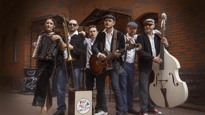 Музыканты из новосибирской группы «Рви Меха Оркестр» записали заклинание от коронавируса