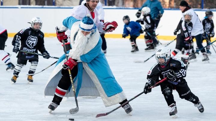 Дед Мороз на коньках, елки на потолке и животные в костюмах: Челябинск готовится к Новому году