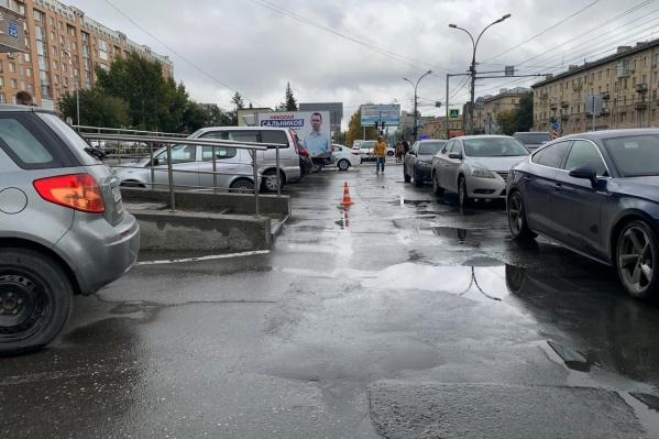 Сейчас автоинспекторы ищут сбежавшего с места аварии водителя