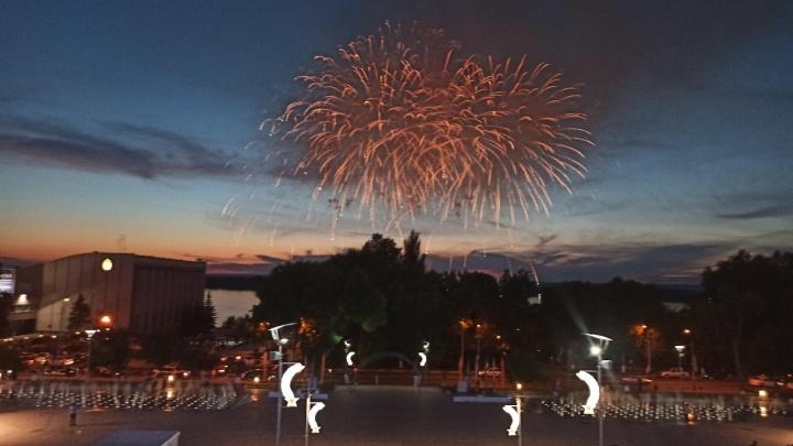 В Самаре состоялся фейерверк в честь присвоения статуса «Город трудовой славы»