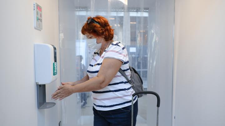 В аэропорту Красноярска появился дезинфицирующий коридор