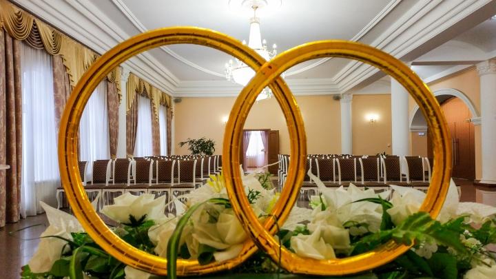 Дворцовый лабиринт: разбираемся, так ли хорош Центральный ЗАГС Омска