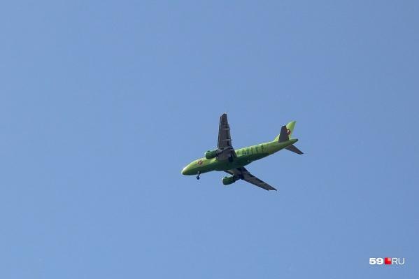 Пермяки попали в один самолёт с зараженным мужчиной