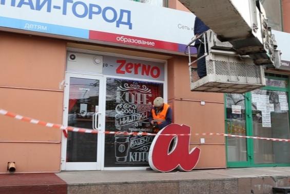 """«""""Татуаж бровей"""" соседствует с пирожковой»: челябинский журналист — о жизни бизнеса на первых этажах"""