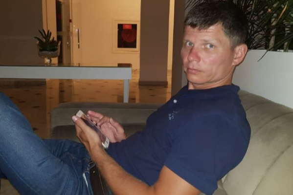 """Артем Мазов поругался с женой и вместе с детьми уехал в неизвестном направлении осенью <nobr class=""""_"""">2019 года</nobr>"""