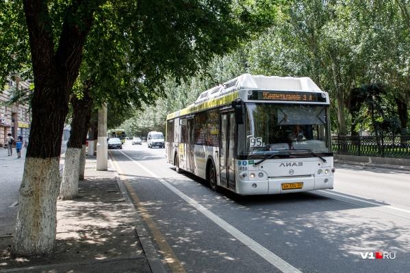 Пассажиры поехали дальше на следующем автобусе