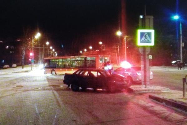 Авария произошла на перекрестке улиц Юбилейной и Ломоносова