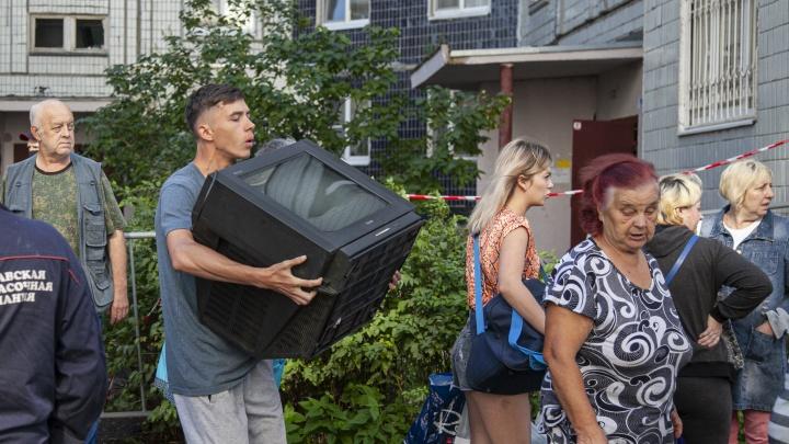 На все нажитое — 30 минут: как жильцы взорвавшегося дома выносили из квартир свои вещи
