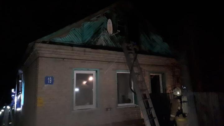 В Уфе сгорел дом, в котором находились четыре человека. Есть жертвы