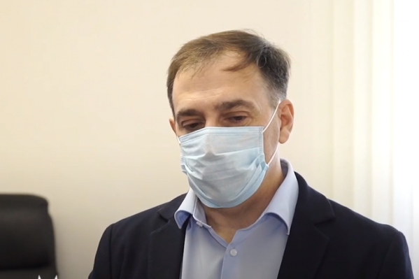 Уже несколько месяцев по решению кузбасских властей пациенты с легкой и бессимптомной формами коронавируса лечатся дома