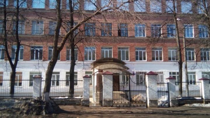 В ярославской школе для слабовидящих детям раздали лупы вместо специальных учебников