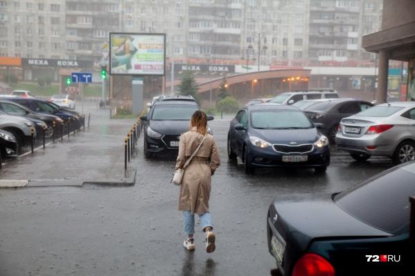 В выходные берите с собой на всякий случай зонтик и откажитесь от прогулок за городом