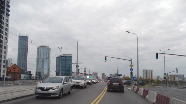 Урбанисты Екатеринбурга придумали два способа убрать пробки с Макаровского моста