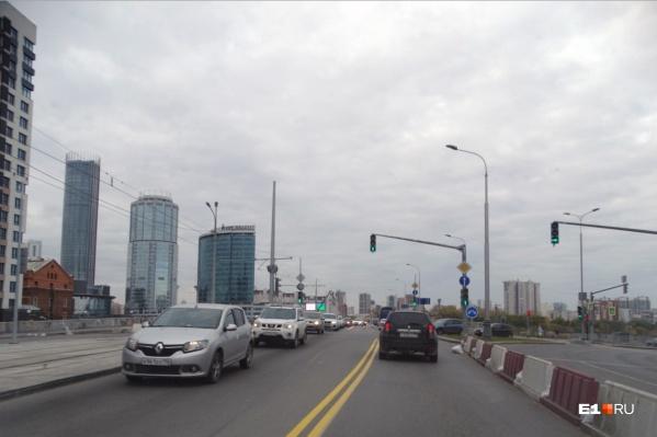 На Макаровский мост вернулись глухие пробки. И это надолго