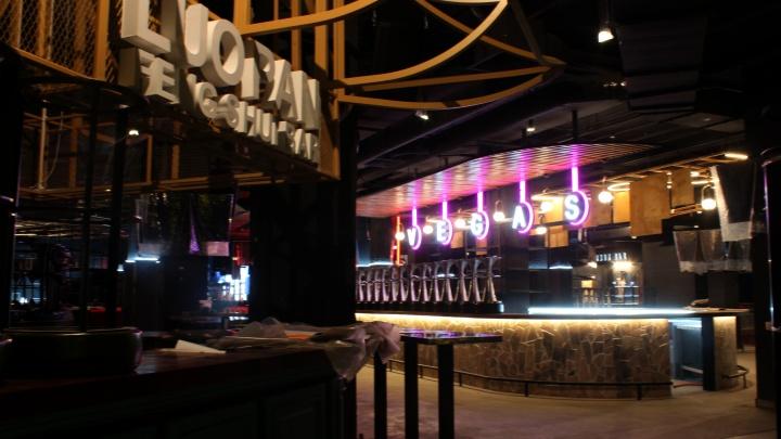 Алкокорт за мэрией. В центре появился барный квартал из 27 заведений — журналист НГС попал туда первым