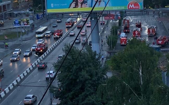 К «Ройял Парку» подъехали 18 пожарных автомобилей — в МЧС рассказали, что случилось