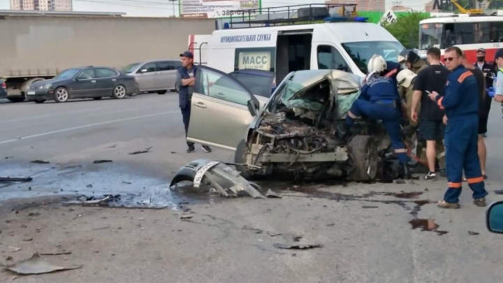 У «Меги» погиб водитель Тoyota Avensis: машина столкнулась с грузовиком