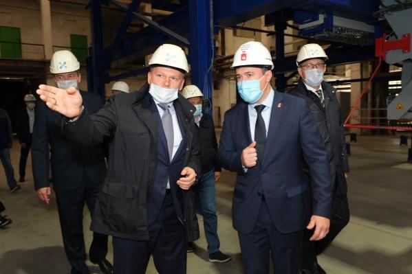 Дмитрий Махонин на экскурсии по заводу ПЗСП