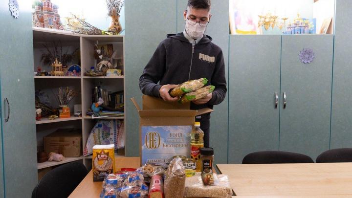 В преддверии Нового года три с половиной тысячи семей получили продуктовые наборы