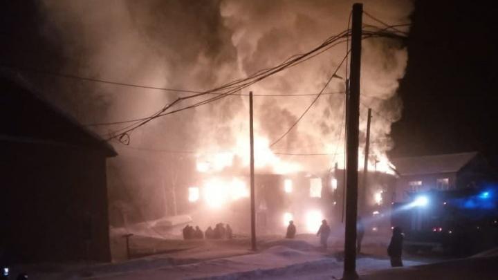 На севере края 25 человек остались без крова из-за пожара