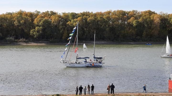 У «Омской крепости» встречают из кругосветки яхту «Сибирь»: прямая трансляция NGS55.RU