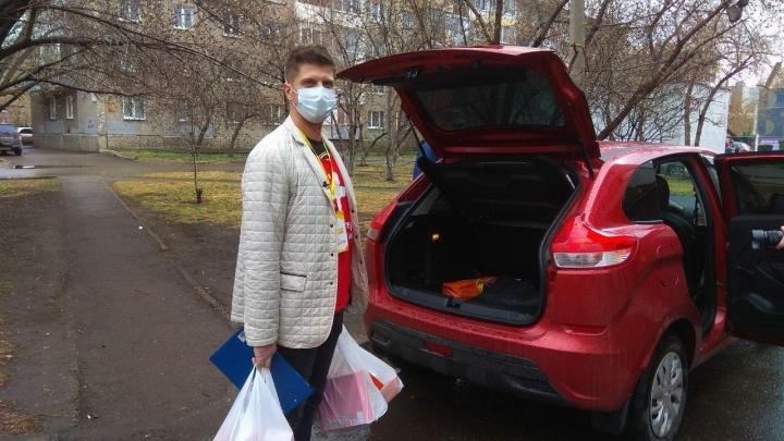 Доставка до двери: волонтеры во время коронавируса на свой страх и риск возят старикам продукты и лекарства