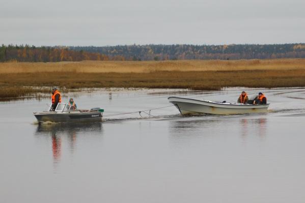 Среди спасенных инспектором Юрием Маслобородовым был пятилетний рыбак с отцом и еще один мужчина