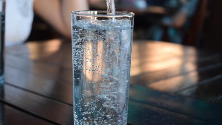 «Кристальная» польза: где самарцам заказать бесконтактную доставку чистой артезианской воды на дом