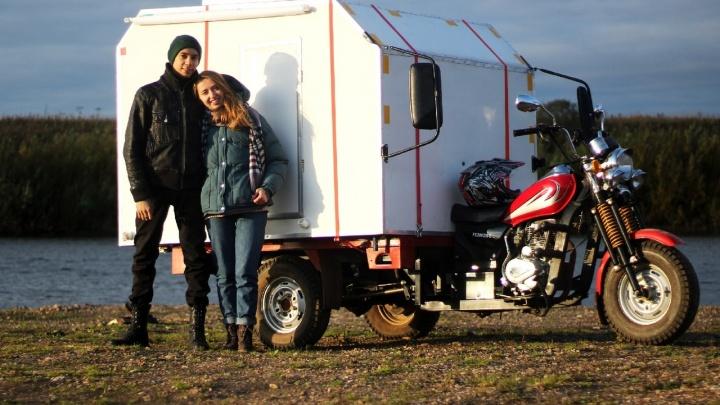 Пермяк сделал автодом из мотоцикла: в нем есть диван, газовая плита и биотуалет