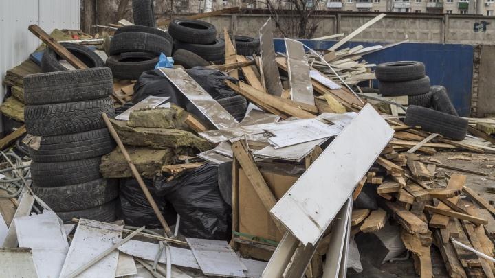Чисто по-волгоградски: посреди улицы Елецкой выросла огромная куча дров
