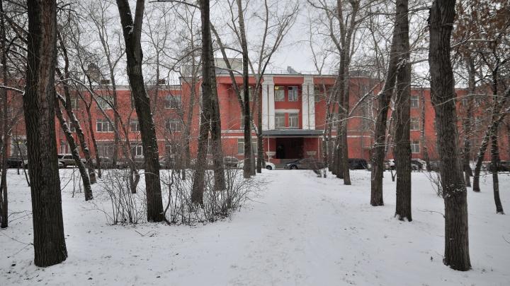 В Екатеринбурге под больных коронавирусом оборудуют старейший на Урале роддом
