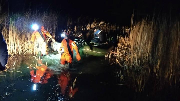 Лодку унесло в камыши: в Зауралье сотрудники МЧС спасли 71-летнего рыбака