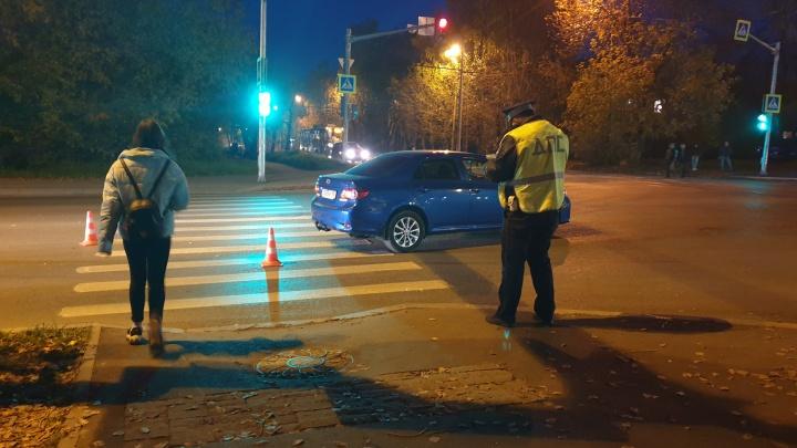 «Решил догнать маму и побежал на красный»: в Екатеринбурге Toyota сбила 10-летнего мальчика