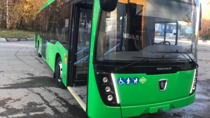 Екатеринбург получил первую партию новых газовых автобусов НЕФАЗ: их уже готовят к рейсам