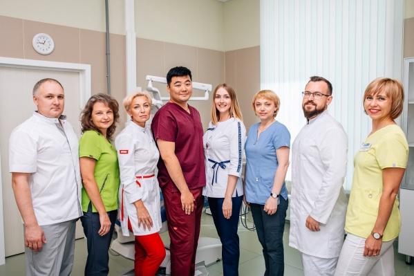 Команда врачей-стоматологов «Евромед» владеет современными методиками и имеет большой опыт