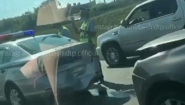 В Уфе женщина на «Ладе» протаранила экипаж ДПС, оформлявший другую аварию