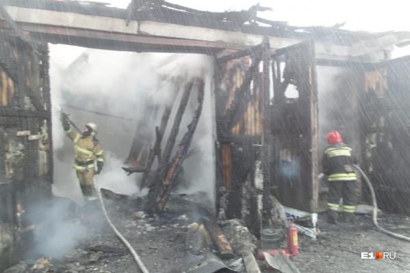 Если бы пожарные не успели вовремя вытащить баллоны с газом, то произошел бы мощный взрыв